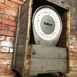 Industrial 5000kg salvaged crane weighing scale. Ideal prop for themed bar, pub or restaurant.